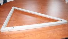 Triângulo com ângulo regulável para fixação de paineis solares.